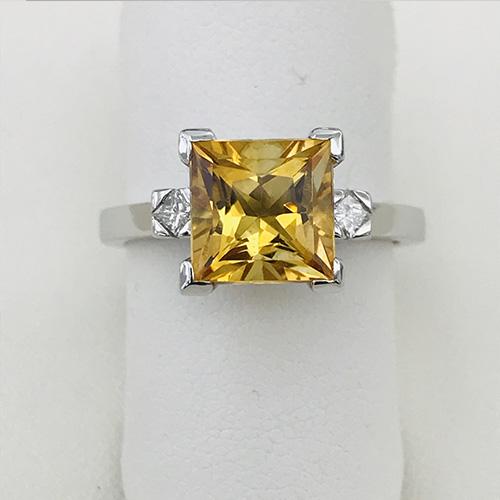 Anello con topazio giallo e diamanti